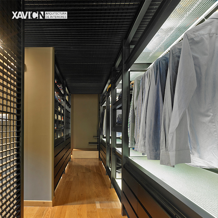 Piso Pitelos Vestidores de estilo moderno de XaviCN Moderno Hierro/Acero