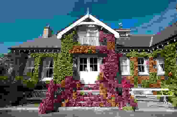 Low-key Cottage is actually a Coastal Haven with Three Levels of Sea View Casas rústicas de Des Ewing Residential Architects Rústico