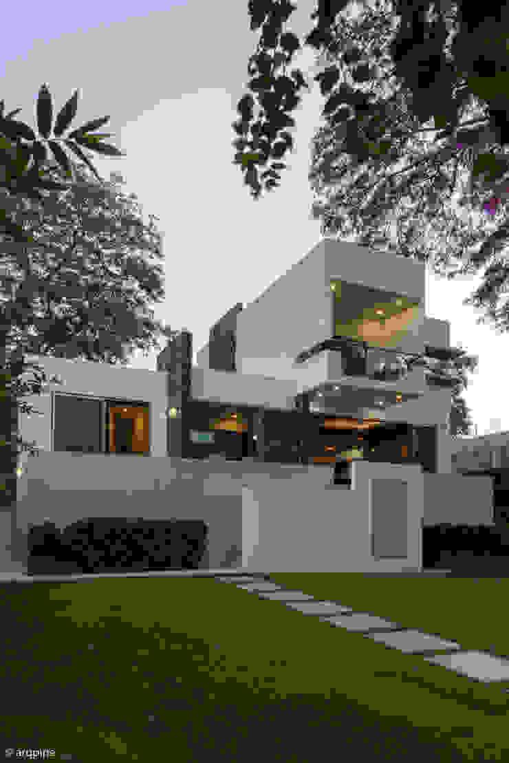 CASA PAROTA Casas modernas de LUIS GRACIA ARQUITECTURA + DISEÑO Moderno Piedra
