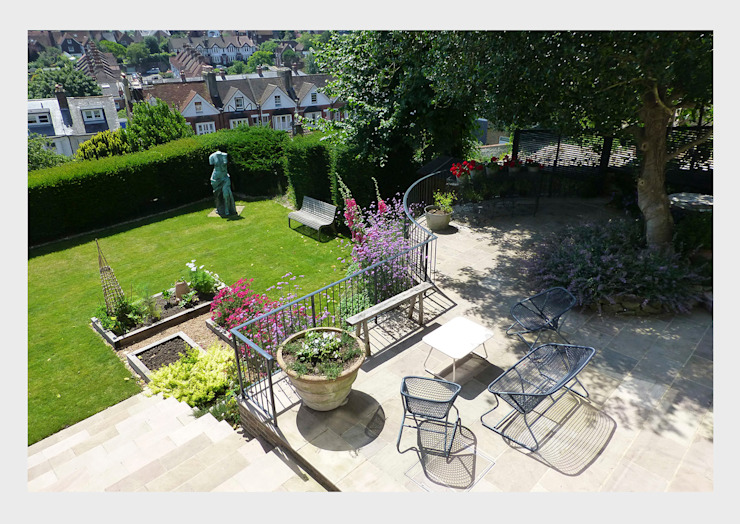 Town House, Sussex. Classic style garden by CHALKSPACE Classic