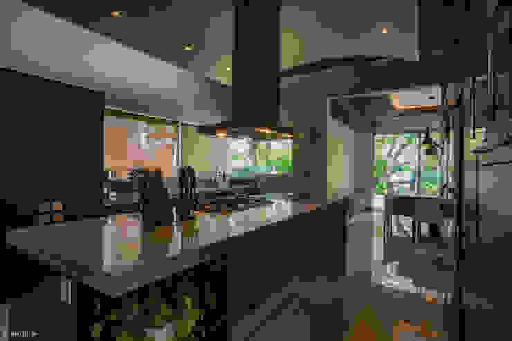 Dapur oleh LUIS GRACIA ARQUITECTURA + DISEÑO, Modern Batu