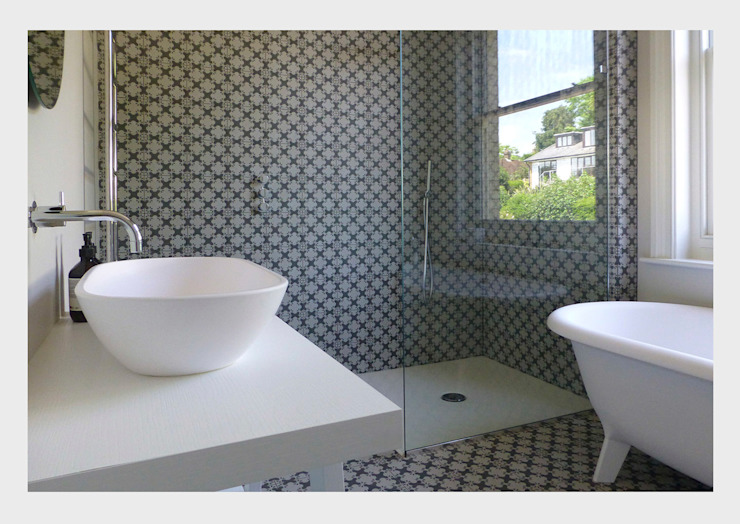 Town House, Sussex. Classic style bathroom by CHALKSPACE Classic
