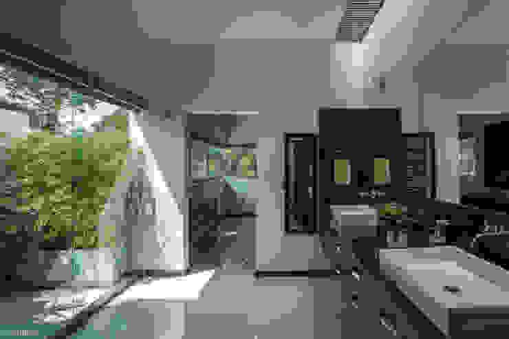 Baños modernos de LUIS GRACIA ARQUITECTURA + DISEÑO Moderno Madera Acabado en madera