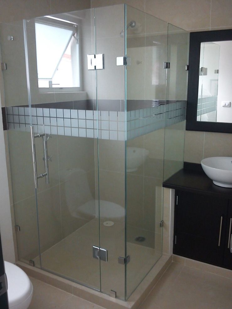 Canceles y Vitrales Modern bathroom