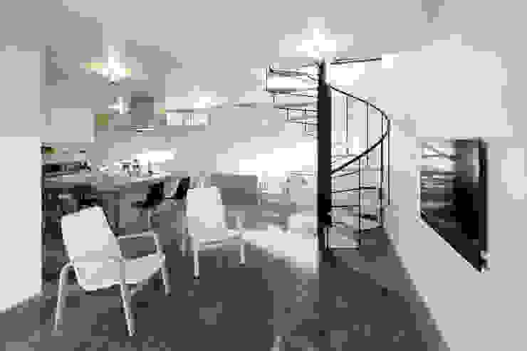 久保田正一建築研究所 Soggiorno minimalista Cemento Grigio