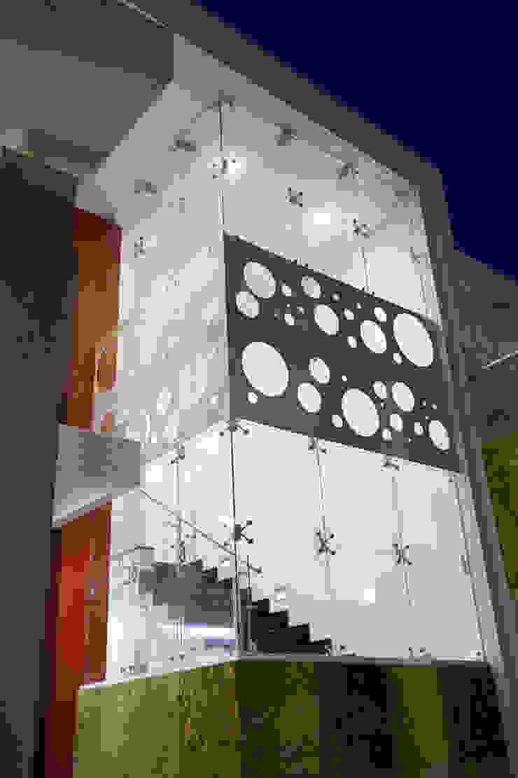 volumen exterior de la escalera Casas de estilo moderno de arketipo-taller de arquitectura Moderno