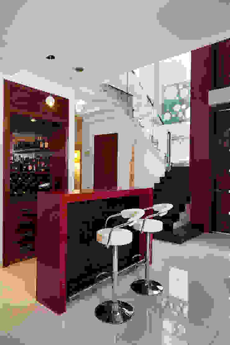 bar y escalera Bodegas modernas de arketipo-taller de arquitectura Moderno