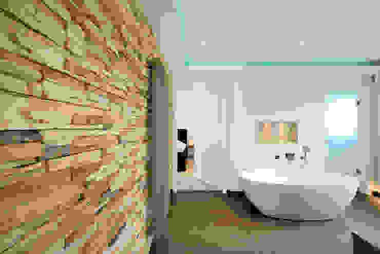 Ванная комната в стиле модерн от Heinz von Heiden GmbH Massivhäuser Модерн