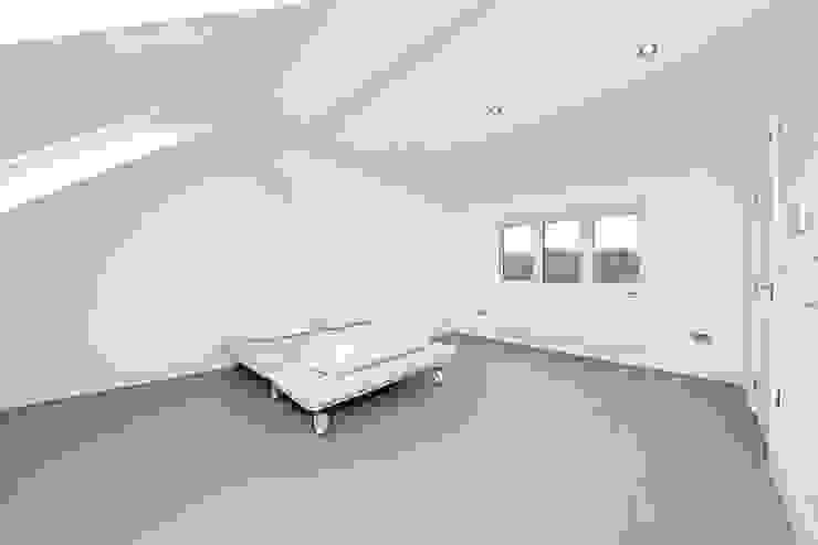 loft Minimalist bedroom by POWER 2 BUILD LTD Minimalist