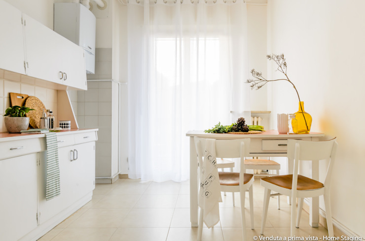 Scandinavian style kitchen by Venduta a Prima Vista Scandinavian