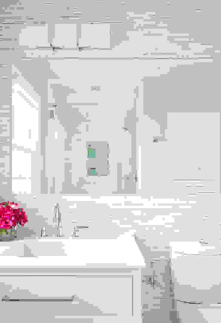 Kid's Bath Clean Design Modern style bathrooms
