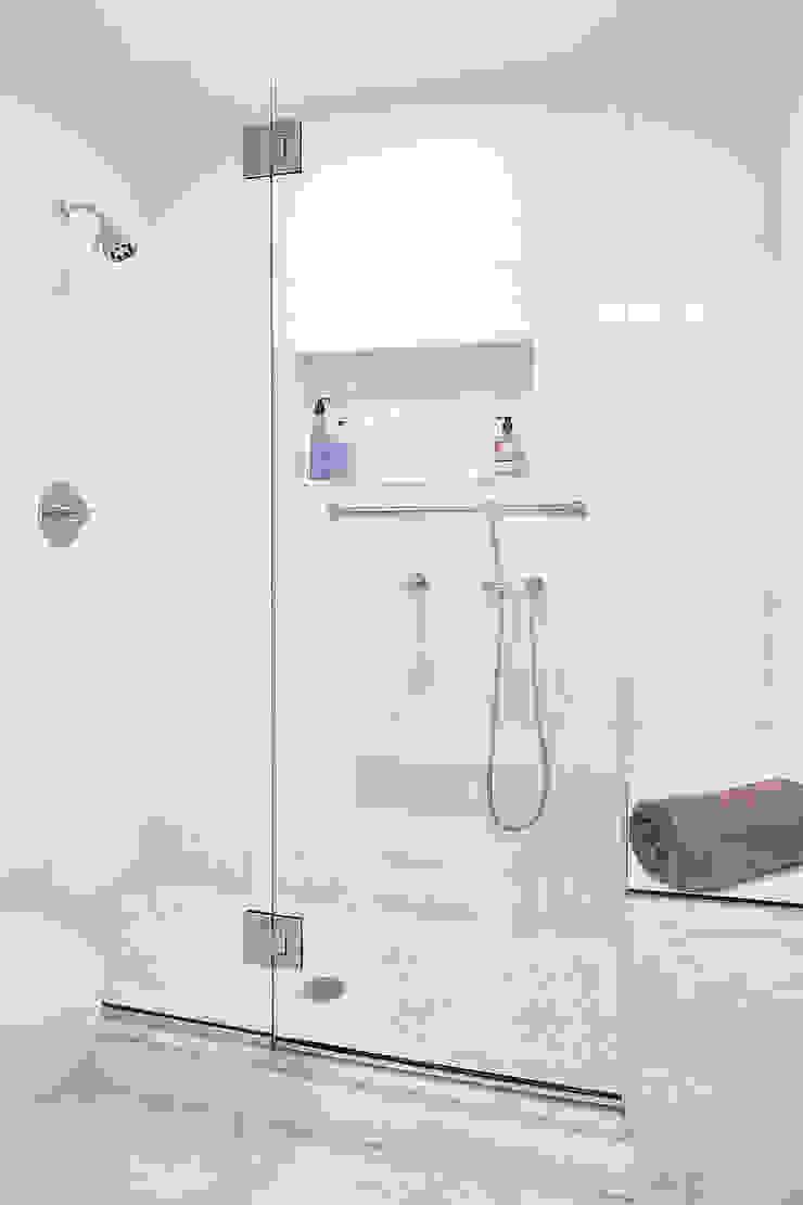 Master Bath Clean Design Modern style bathrooms