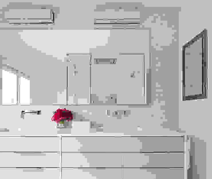 Master Bathroom Clean Design Modern style bathrooms