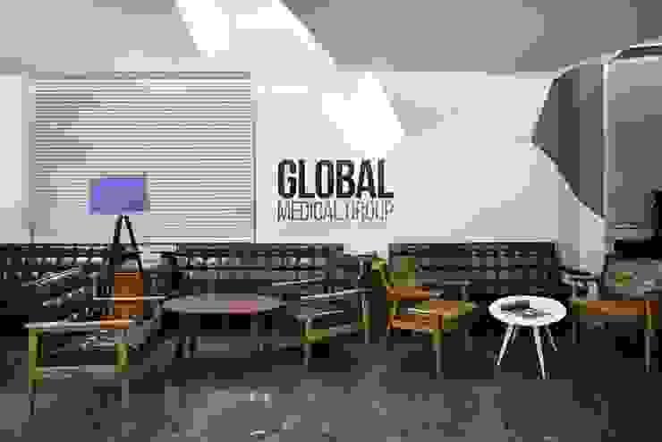 강남 리영클리닉: STARSIS의 현대 ,모던 우드 우드 그레인