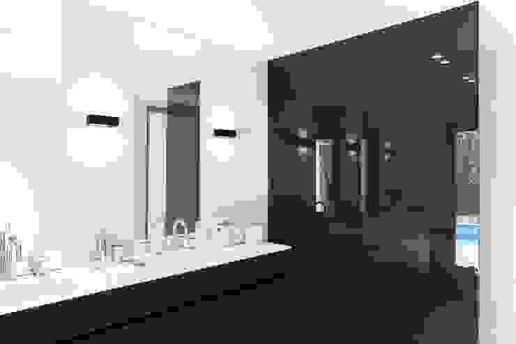 Ванные комнаты в . Автор – JUMA architects, Модерн