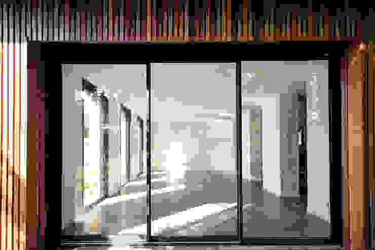 Moderne huizen van Cendrine Deville Jacquot, Architecte DPLG, A²B2D Modern