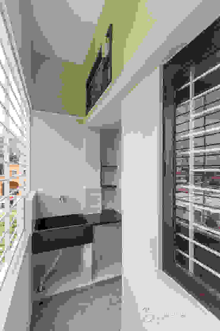 Rekha Raju Residence Modern Conservatory by Etagi Design Collaborative Modern
