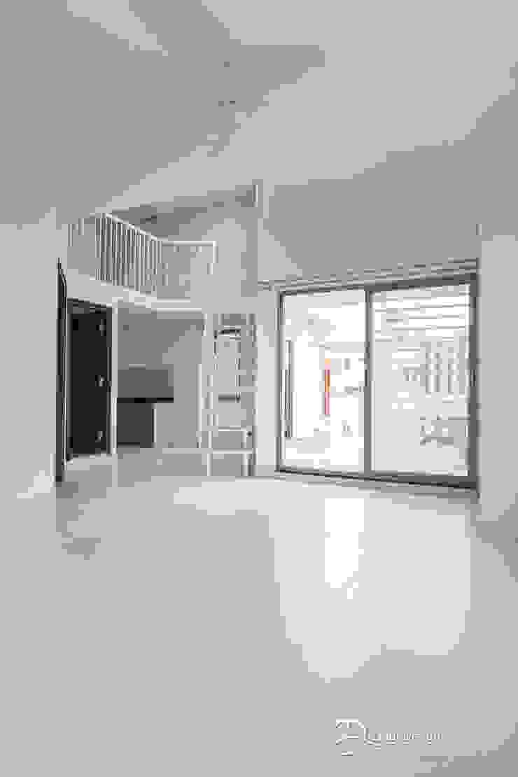 Rekha Raju Residence Modern Living Room by Etagi Design Collaborative Modern