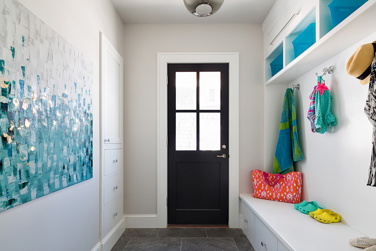 Mudroom Clean Design Modern corridor, hallway & stairs