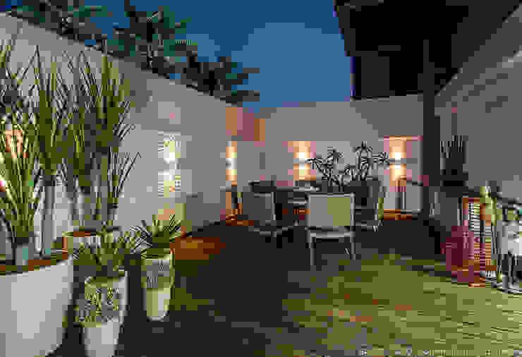 Apartamento no cond Barra Bali, Barra de São Miguel Al Varandas, alpendres e terraços clássicos por Cris Nunes Arquiteta Clássico