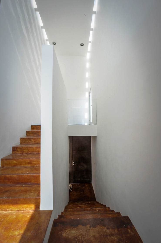 Modern corridor, hallway & stairs by pmasceroarquitectura Modern Concrete