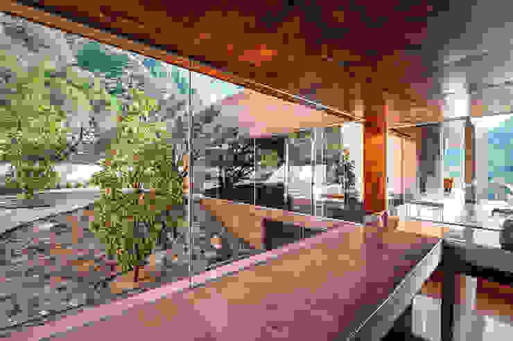 Casa Narigua - P+0 Arquitectura Pasillos, vestíbulos y escaleras de estilo moderno de pmasceroarquitectura Moderno Hormigón