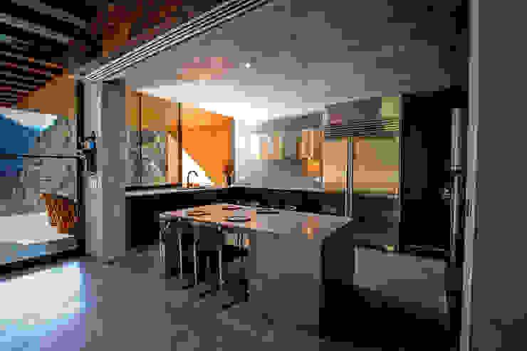 Casa Narigua - P+0 Arquitectura Cocinas de estilo moderno de pmasceroarquitectura Moderno Hormigón