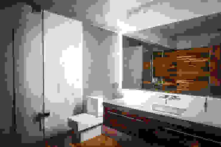 Casa Narigua - P+0 Arquitectura Baños de estilo moderno de pmasceroarquitectura Moderno Madera Acabado en madera