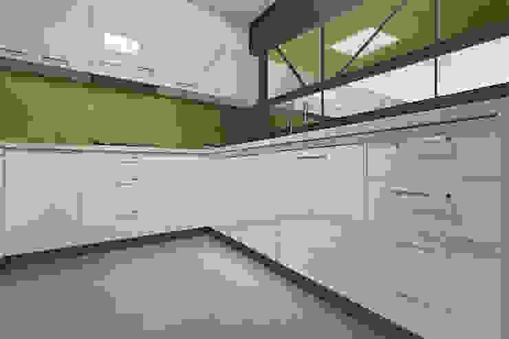 Zenolite es 25 veces mayor resistente al impacto que un vidrio de similares características. Cocinas de estilo moderno de FORMICA Venezuela Moderno