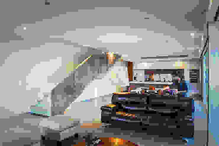 Casa IPE - P+0 Arquitectura Salones modernos de pmasceroarquitectura Moderno Concreto