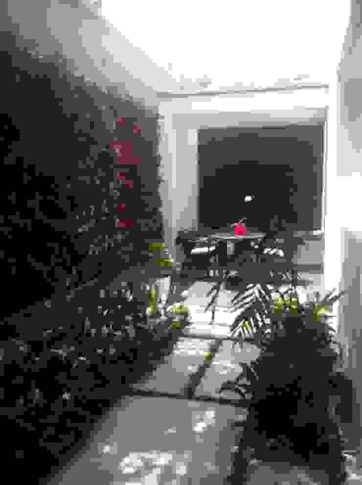 Terraza La Floresta. Balcones y terrazas de estilo moderno de THE muebles Moderno