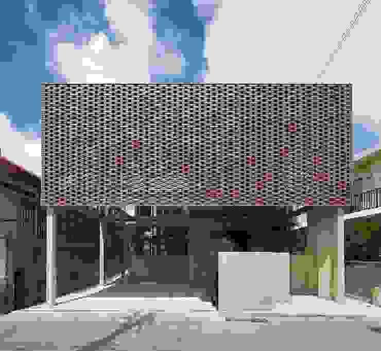 Om-house: Ikuyo Nakama Architect Design Officeが手掛けた家です。,モダン