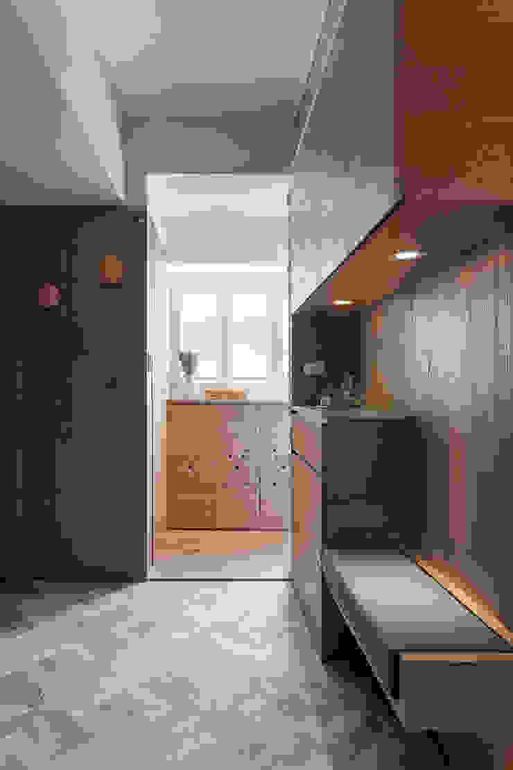 折‧日景 Transition Luminos View 斯堪的納維亞風格的走廊,走廊和樓梯 根據 禾光室內裝修設計 ─ Her Guang Design 北歐風