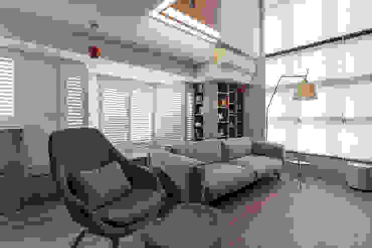 Ruang Keluarga Gaya Skandinavia Oleh 禾光室內裝修設計 ─ Her Guang Design Skandinavia