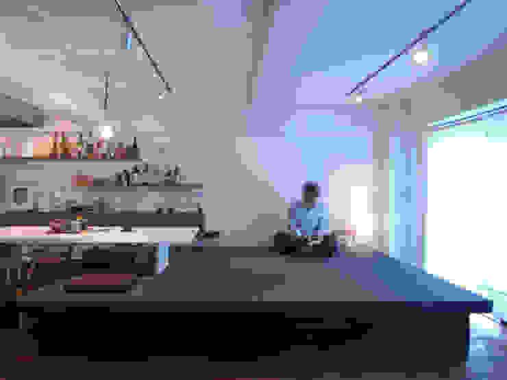 frio-「宴会ベルトコンベア」で家呑み仕様に モダンデザインの ダイニング の 株式会社ブルースタジオ モダン