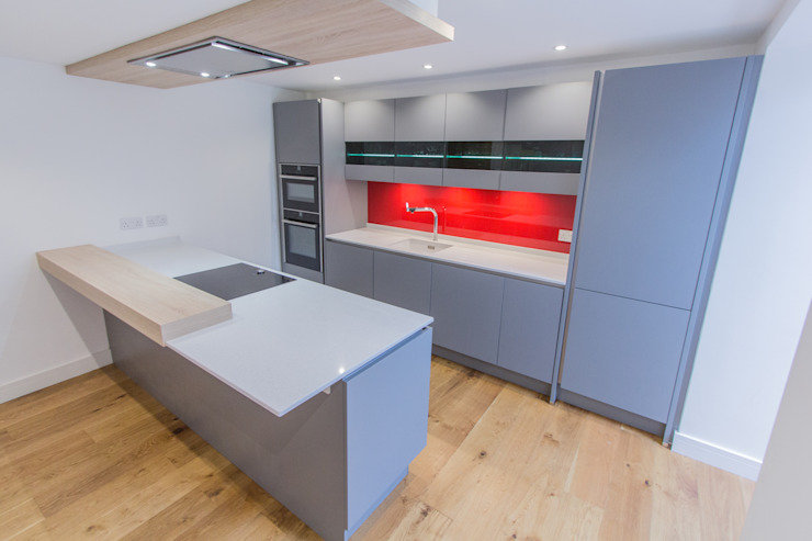 Grey & Red Cocinas de estilo moderno de Eco German Kitchens Moderno Tablero DM
