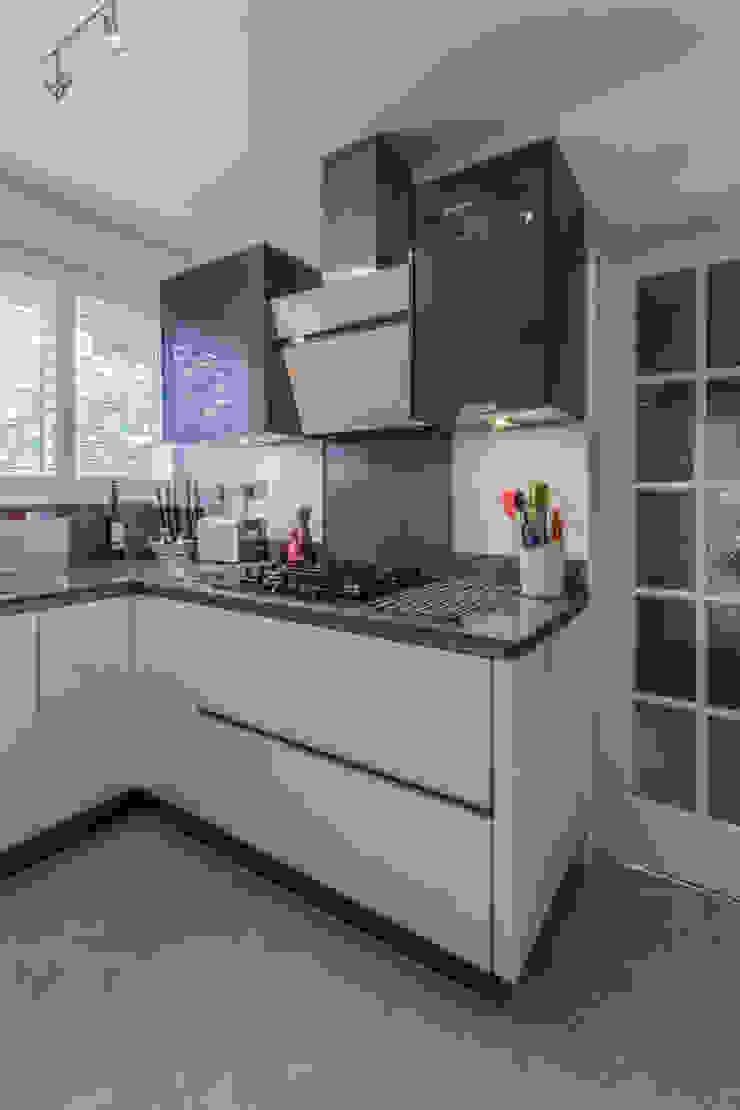 Practical Magic Modern kitchen by Eco German Kitchens Modern MDF