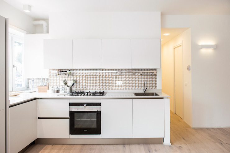 ArchEnjoy Studio Modern style kitchen Wood White