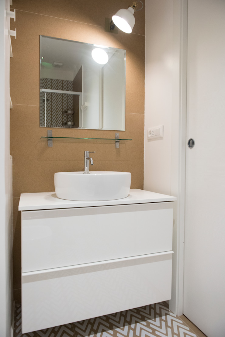 ArchEnjoy Studio Modern style bathrooms Ceramic White