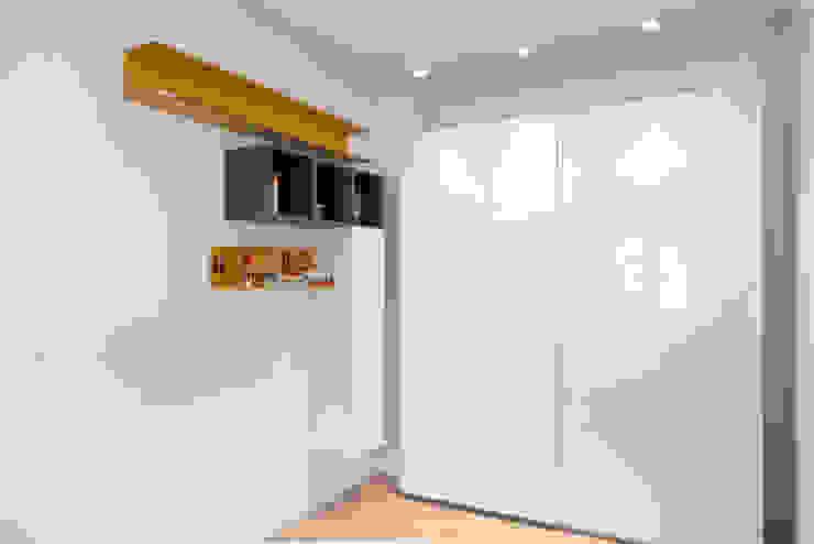 ArchEnjoy Studio Modern style bedroom Wood White