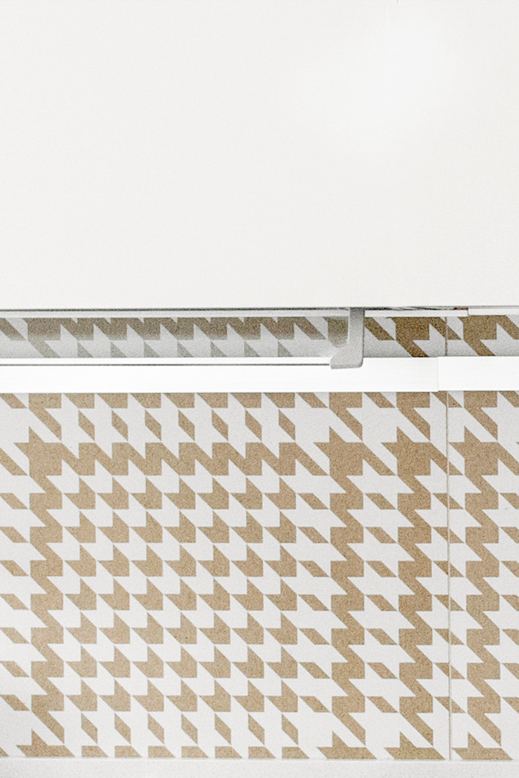PARTICOLARE DELLA CUCINA ArchEnjoy Studio Cucina moderna Ceramica Bianco