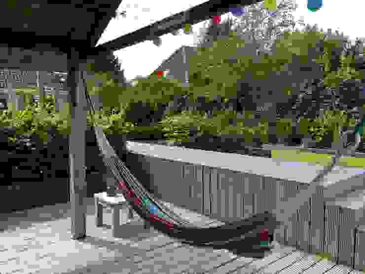 Verhoogd vlonderpad Landelijke tuinen van Joke Gerritsma Tuinontwerpen Landelijk Hout Hout