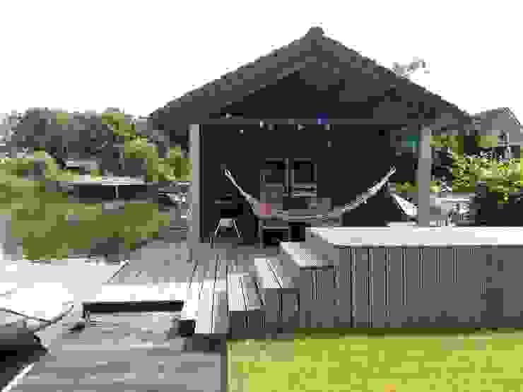 Tuinhuis aan het water Landelijke tuinen van Joke Gerritsma Tuinontwerpen Landelijk Hout Hout
