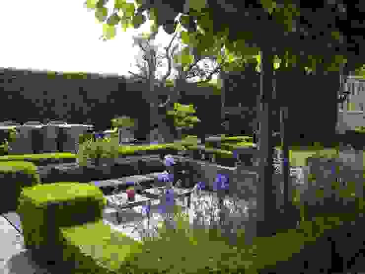 Moderne zitkuil in eigen tuin Moderne tuinen van Joke Gerritsma Tuinontwerpen Modern