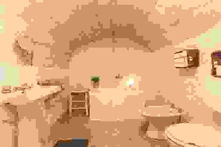 Relooking per un dammuso nella Val di Noto. Boite Maison Bagno in stile mediterraneo