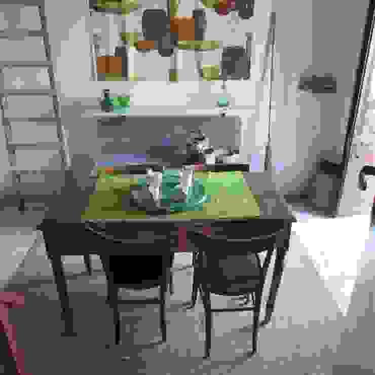 Relooking per un dammuso nella Val di Noto. Boite Maison Sala da pranzo in stile mediterraneo