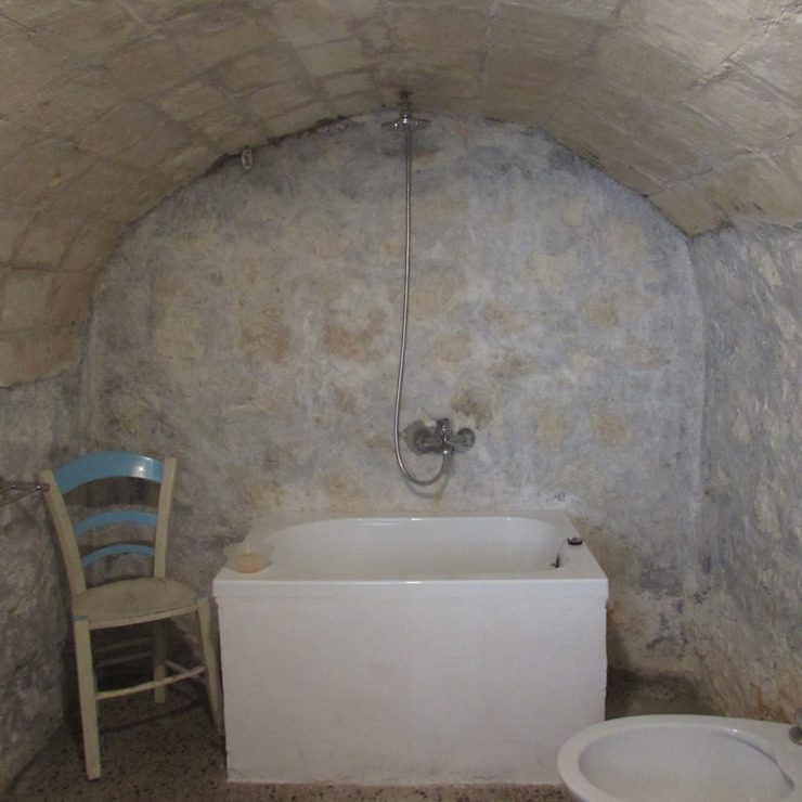 Boite Maison Mediterranean style bathrooms