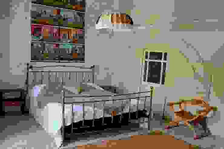 Relooking per un dammuso nella Val di Noto. Boite Maison Camera da letto in stile mediterraneo