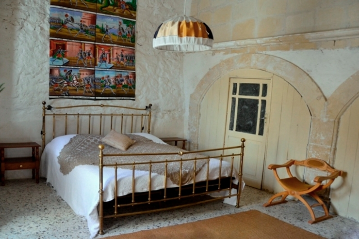 Boite Maison Mediterranean style bedroom