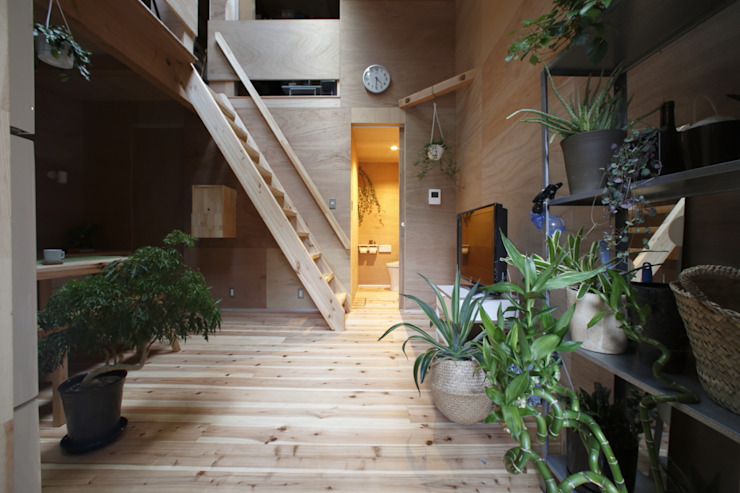 tiny house FORMA建築研究室 ミニマルデザインの リビング 無垢材 木目調